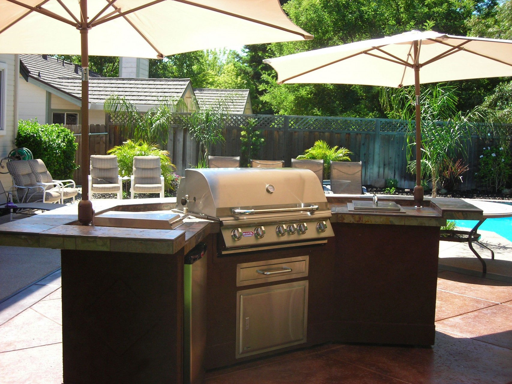 Outdoor kitchen island modular outdoor kitchens kits for Backyard barbecues outdoor kitchen
